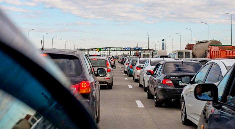 """В """"Казавтожол"""" объяснили километровые пробки на трассе Астана - Щучинск"""