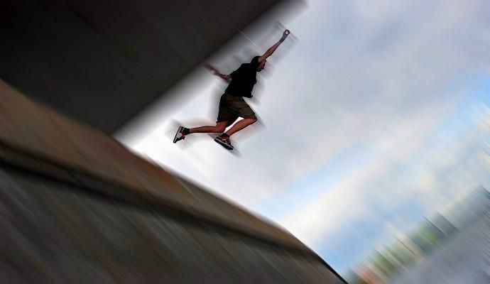 В Щучинске на станции Курорт Боровое подросток упал с пешеходного моста