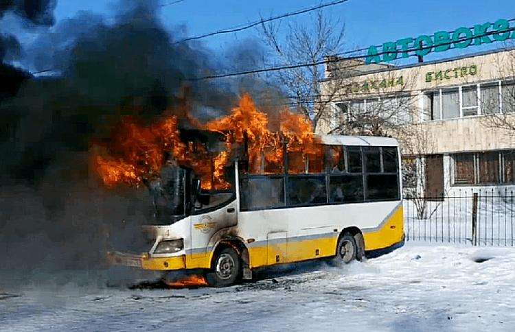 В Щучинске на автовокзале сгорел автобус