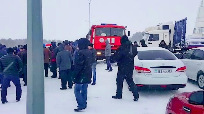 На выезде из Щучинска собралось порядка 700 автомобилей