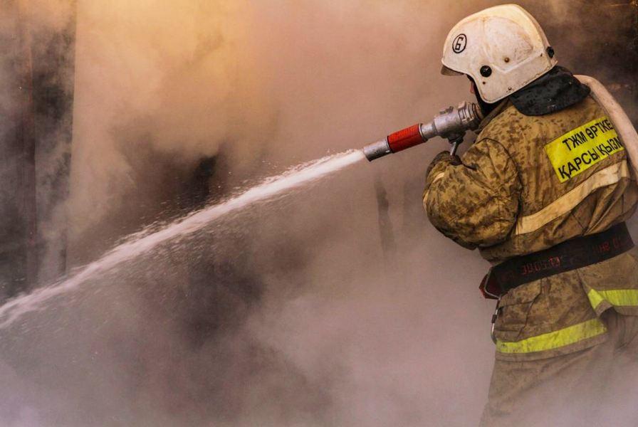 Гостиница загорелась на курорте Бурабай