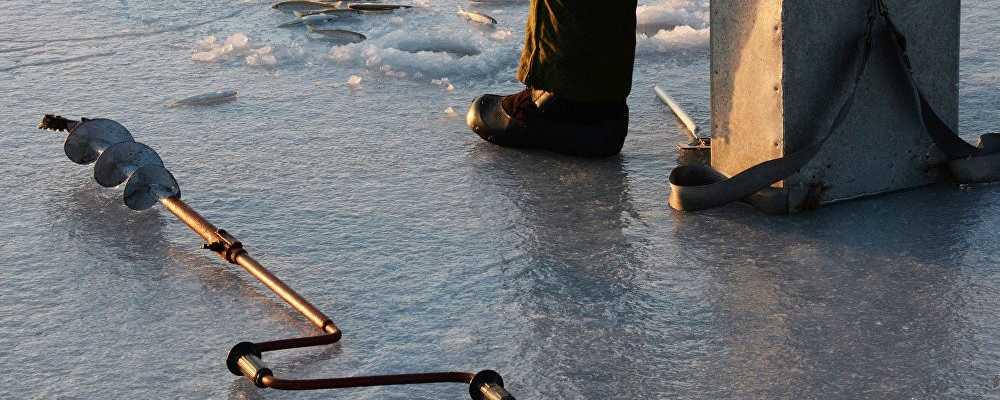 В Щучинске, трое рыбаков насмерть отравились угарным газом на озере Щучье