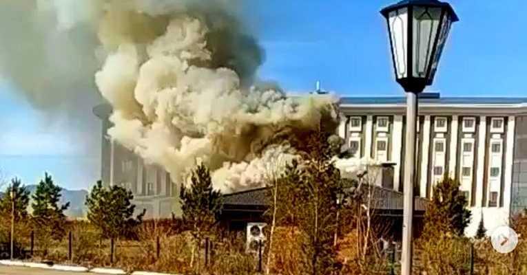 На территории отеля Риксос сгорело кафе
