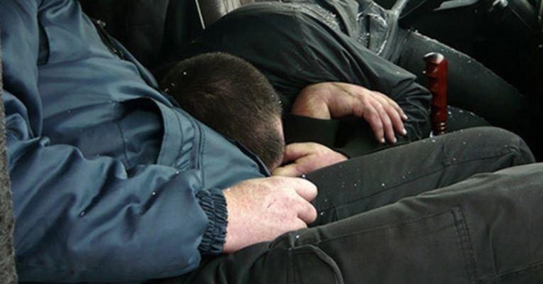 В Щучинске мужчины отравились в гараже частного дома, один погиб.