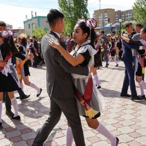 Выпускные вечера отменили в школах Казахстана в 2020 году
